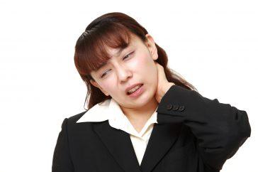 首のヘルニア「椎椎間板ヘルニア」とは ― どんな症状だと危険なの!?