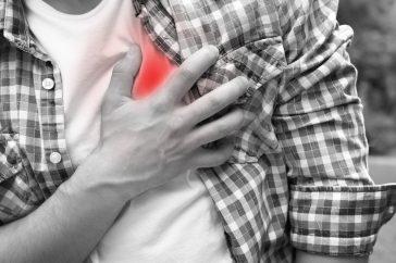 心臓が痛い、胸が痛いのは何が原因なの?