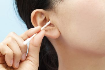 耳かきが外耳炎の原因!?耳掃除は必要ないって本当なの?