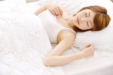寝起きの腰痛は椎間板ヘルニアかも?仰向けで痛みが強くなるのはなぜ?