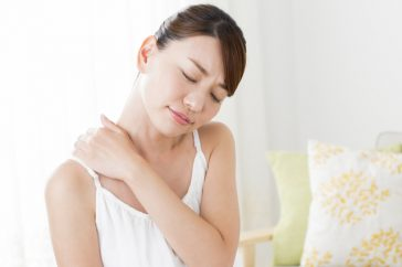 肩こりが片頭痛の原因って本当?マッサージをすれば治る?