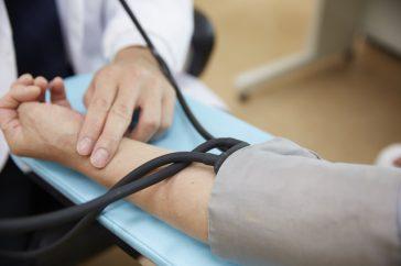 血圧に左右差があると、どんな病気のリスクがあるの?