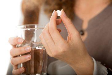 二日酔いの頭痛にロキソニン®を飲んでもいいの?