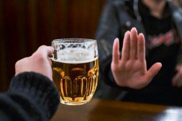 禁酒の効果、ダイエット以外にどんなメリットが? 肝臓や髪への影響は?
