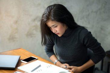 仕事のストレスで胃がキリキリ。解消するには胃薬を飲むしかない?