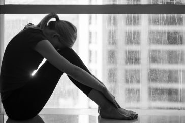 朝、だるいのは低気圧のせい?どうすれば体がしゃきっとする?
