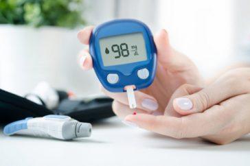 血糖値測定器を使うと、自分の体調管理にどんなメリットがあるの?