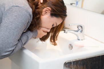 胃腸風邪を引くと、必ず嘔吐や下痢の症状が出る?治療・予防法は?