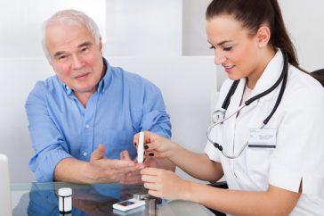 高齢者の低血糖は認知症を引き起こすリスクも!どうやって予防する?