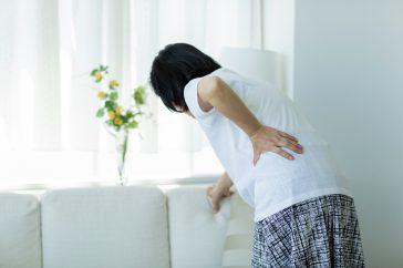 ひどい腰痛に加えて血尿が…。それ、尿路結石の症状かも!