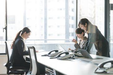 オフィスが乾燥する原因は暖房以外にも! 対策は加湿器だけでは不十分!?