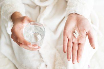 薬を飲むタイミングや飲む方法…正しい飲み方があるって本当?